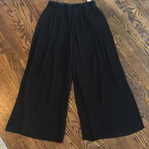 Zara pleated wide legged cropped pants